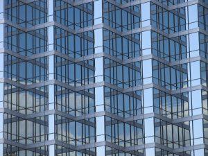 Vidrio en fachadas. Riesgos laborales en una vidriería