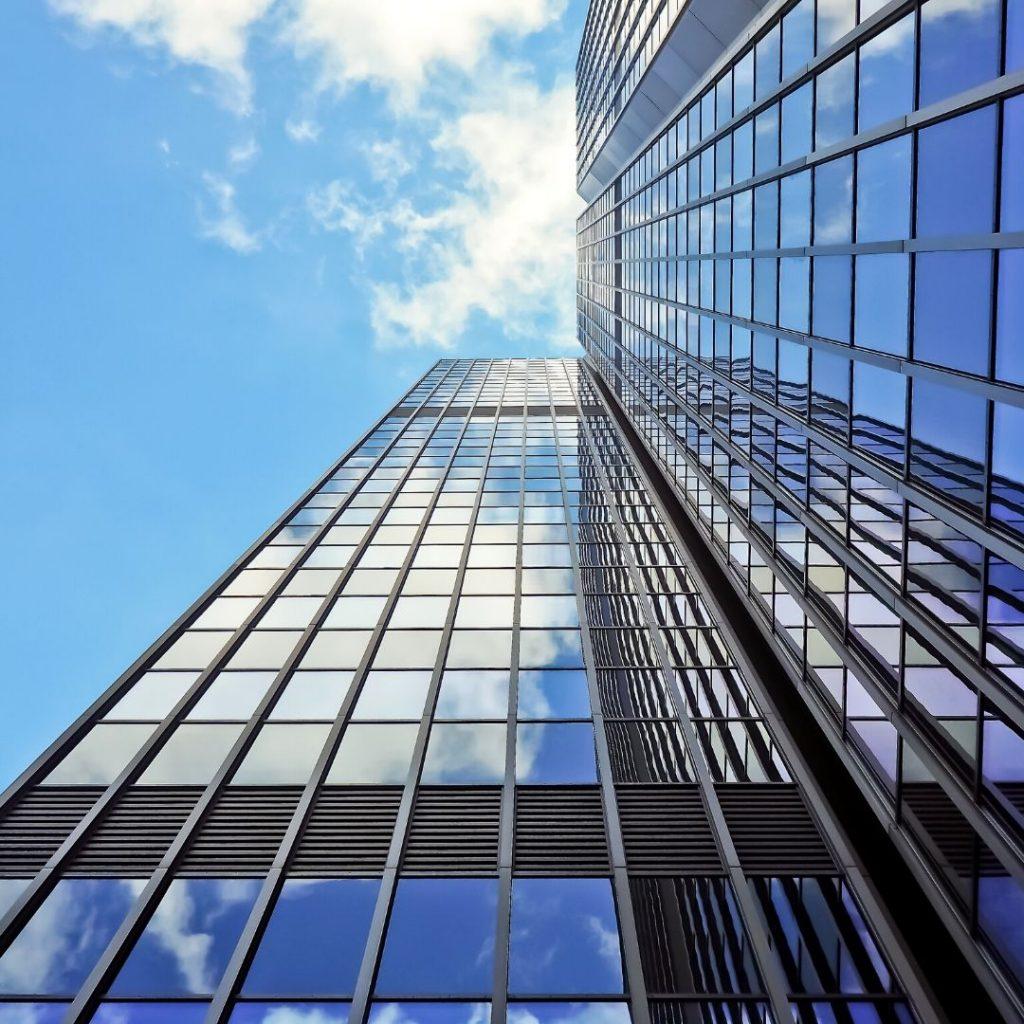 Trabajos de vidriería en fachadas