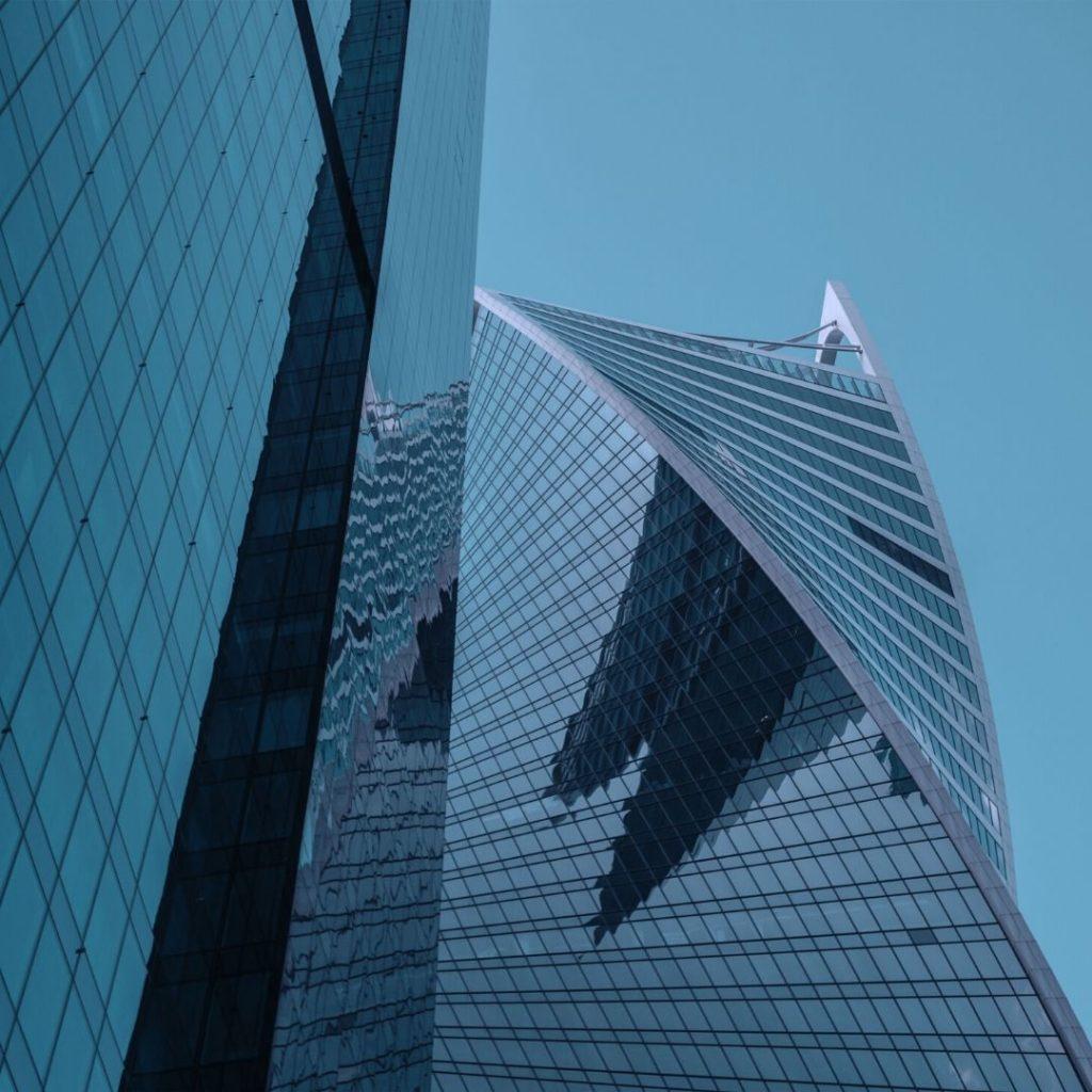 Fachadas curvas Trabajos de vidriería